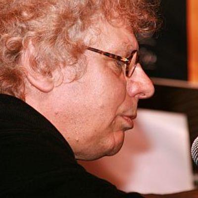 Tommy Tabermann mikrofonin ääressä