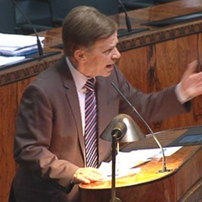 Mauri Pekkarinen puhuu ydinvoiman ja omavaraisuuden puolesta eduskunnassa