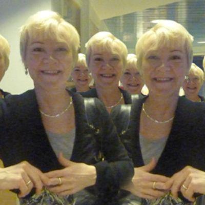 Kuvamanipulaatio, jossa saman henkilön kuva on monistettuna.