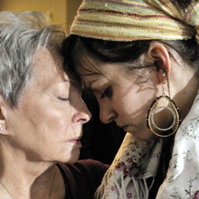 Anneli Sauli ja Jenni Banerjee elokuvassa Kohtaamisia