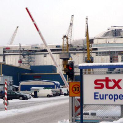 STX ulkoistaa sisustustyöt.