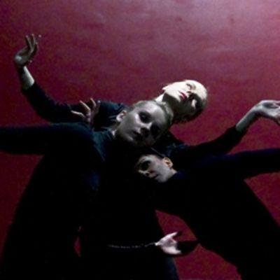 Kuva Sojiku-tanssiteoksesta.