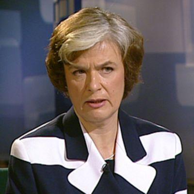 Maahanmuutto- ja eurooppaministeri Astrid Thors Ykkösaamussa 10.4.2010.