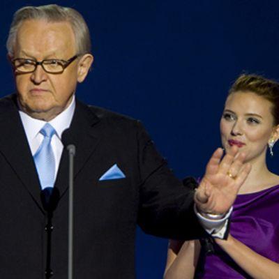 Martti Ahtisaari ja Scarlett Johansson