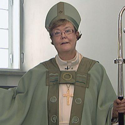 Helsingin hiippakunnan piispa Irja Askola piispan vihkiäistilaisuudessaan.