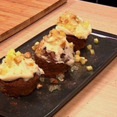 Porkkanamuffinit lautasella Voita ja Sokeria ohjelmassa.