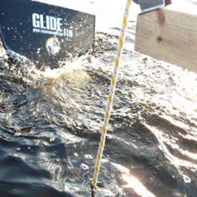 Jonèrik Ekström aloittamassa sukellusta 40 metrin syvyyteen.
