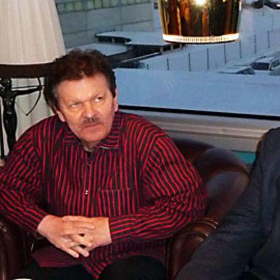 Bassolaulaja Matti Salminen (kuvassa oikealla ) ja kapellimestari Pertti Pekkanen