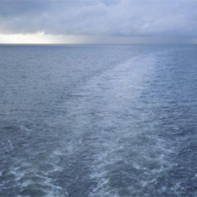 Laivan vana meressä.