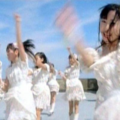 Japanilainen tyttöbändi AKB48.