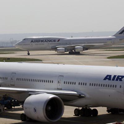 Air Francen lentokoneita Charles de Gaullen kentällä.