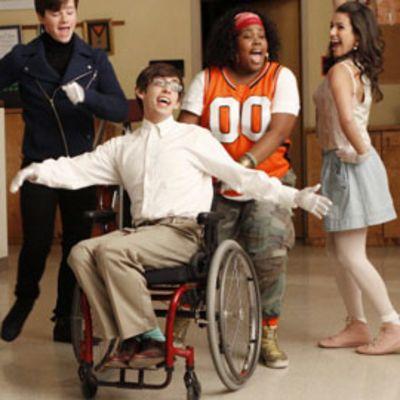 Glee -sarjan näyttelijät esiintyvät tv-ohjelmassa.