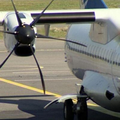 Finncommin lentokone kentällä