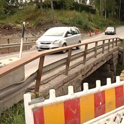 Klaukkalan taajamasta sapuvilla on etuajo-oikeus sillalle.
