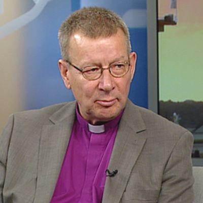 Eläkkeelle jäävä piispa Eero Huovinen