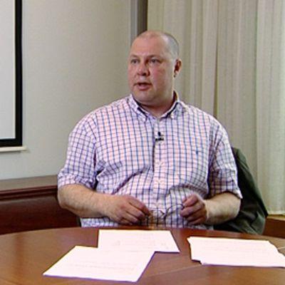 Poliisi epäilee Jukka Laaksovirtaa useista rikoksista Destian toimitusjohtaja-ajalta. Vyyhti alkoi purkautua A-Studion kerrottua epäselvyyksistä alihankintasopimuksissa.