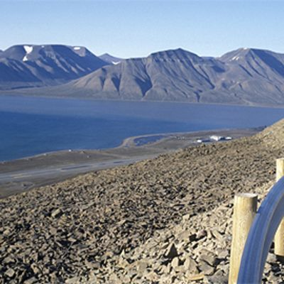 Vuoristomaisema Norjassa Huippuvuorilla.