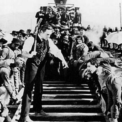 Mustavalkoinen mykkäfilmi Iron Horse kertoo rautatien rakentamisesta ja unelmista