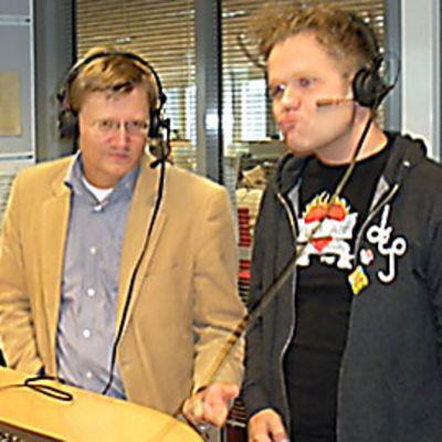 Topiantti Äikäs ja Jukka Takalo ratkoivat Jälkitulilla ilmakitaran menestyksen avaimia ja vetivät lopuksi näytteen Deep Purplen tahtiin.p