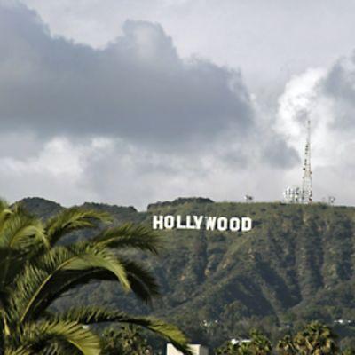 Hollywood-kyltti Sunset Boulevardilta nähtynä.