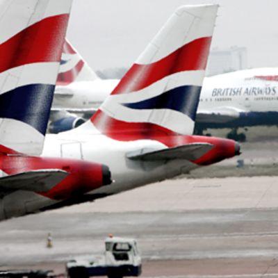 British Airwaysin lentokoneita Heathrown lentokentällä Lontoossa.
