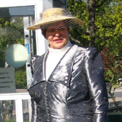 Porvarisrouva Sanni Winter alias Riitta Kilkku.