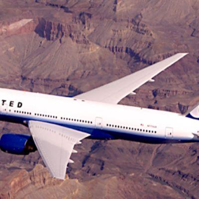 United Airlines lentokone mallia Boeing 777.