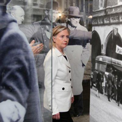 Yhdysvaltain ulkoministeri Hillary Clinton Oscar Schindler -museossa Puolassa