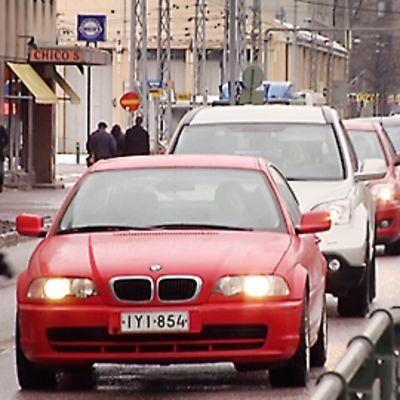 Autoruuhka Mannerheimintiellä Helsingissä.