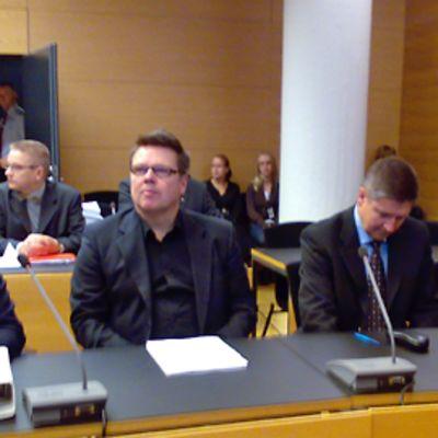 Helsingin käräjäoikeuden istunto alkamassa 29. lokakuuta 2009.