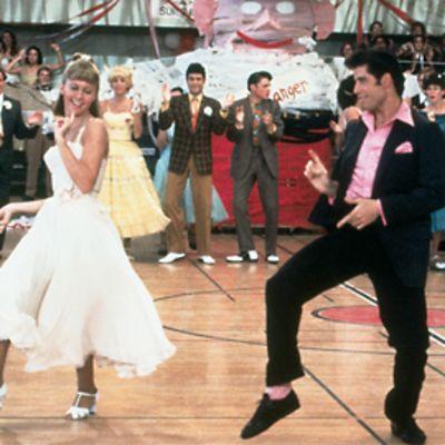 Näyttelijät Olivia Newton-John ja John Travolta Grease-elokuvan tanssikohtauksessa.