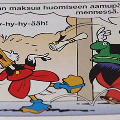 """Ruutu sarjakuvasta, jossa Roope-setä itkee, kun pormestarin lähtee tämän luota. Pormestari sanoo: """"Odotan maksua huomiseen aamupäivään mennessä."""""""