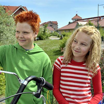 Severi Heikkilä ja Lauramaija Luoto esittävät päärooleja elokuvassa Risto Räppääjä ja polkupyörävaras.