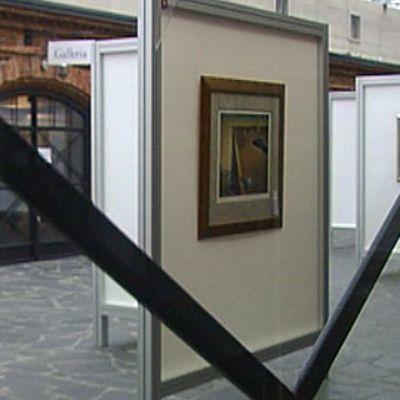 Salvador Dalin 100-vuotisjuhlanäyttely Wanhassa Satamassa Helsingissä vuonna 2004.