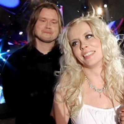 Kuunkuiskaajien Johanna Virtanen ja Susan Aho iloitsevat Suomen euroviisukarsintojen jälkeen.