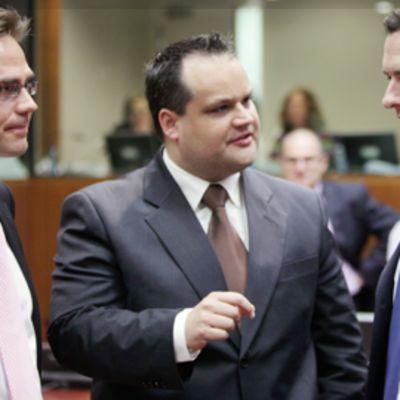 Valtiovarainministerit Jyrki Katainen, Kees de Jager ja George Osborne
