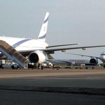 Lentokoneita Utapaon lentokentällä Thaimaassa.