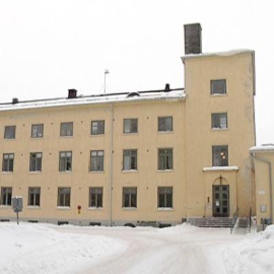 Lepolan Maaseutuopiston päärakennus.