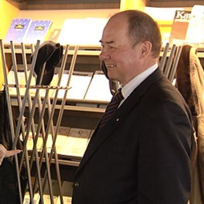 Ben Zyskowicz ja Iiro Viinanen keskustelevat.