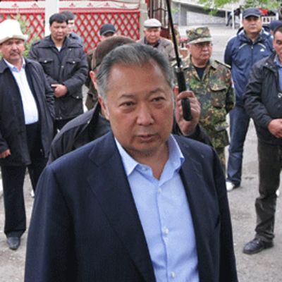 Kirgisian syrjäytetty presidentti Kurmanbek Bakijev kotikylässään Teyitissä 15. huhtikuuta 2010