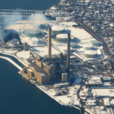 Kuvan voimala Salemissa Massachusettsissa Yhdysvalloissa on yksi osavaltion viidestä suurimmasta saastuttajasta.