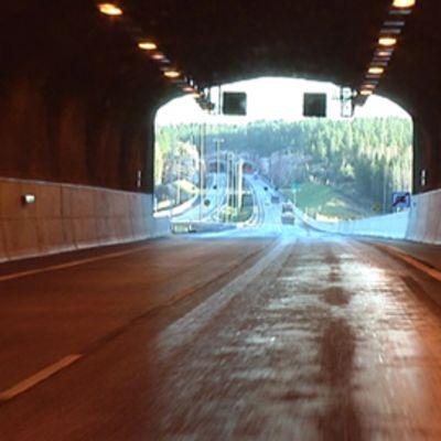 E18-moottoritien Muurla-Lahnajärvi -osuus