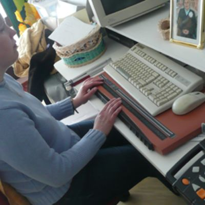 Pistenäyttö on Susannalla päivittäisessä käytössä esimerkiksi sähköposteja lukiessa.