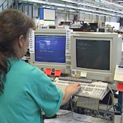 Lakkautettu Fujitsu-siemens tehdas Suomessa.