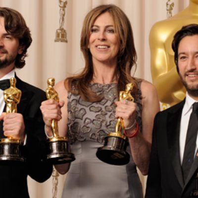 Käsikirjoittaja Mark Boal, ohjaaja Kathryn Bigelow ja tuottaja Greg Shapiro