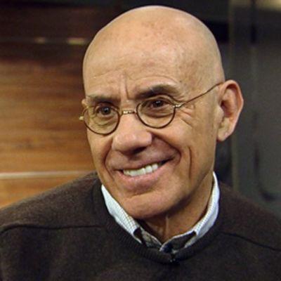 Yhdysvaltalainen kirjailija James Ellroy YLEn Aamu-TV:n studiossa.