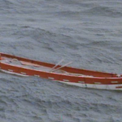 Tyhjä pelastusvene