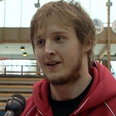 Juha Sten pelaa koripalloa Espanjassa.
