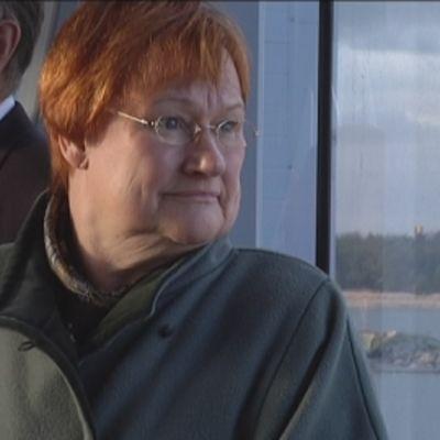 Tasavallan presidentti Tarja Halonen Hangon satamassa.