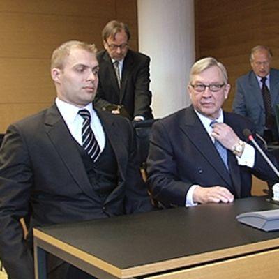 Zacharias Sundström (kesk.) Helsingin käräjäoikeudessa